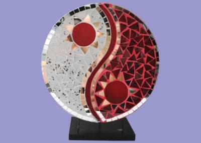 leuchte-yin-yang-glasmosaik-300mm-klar-rot